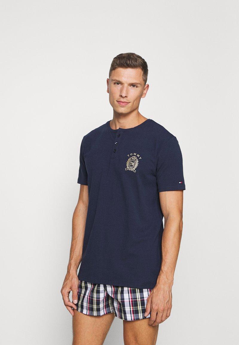Tommy Hilfiger - HENLEY TEE CREST - Pyjama top - blue