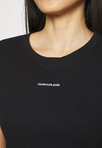 Calvin Klein Jeans - MICRO BRANDING CROP - T-shirt basic - black - 5