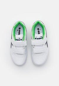 Diadora - PLAYGROUND UNISEX - Sports shoes - white/black iris/classic green - 3