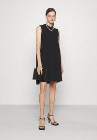 Emporio Armani - Žerzejové šaty - black - 1