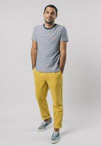 Brava Fabrics - NARCISO PLEATED - Chinos - yellow - 1