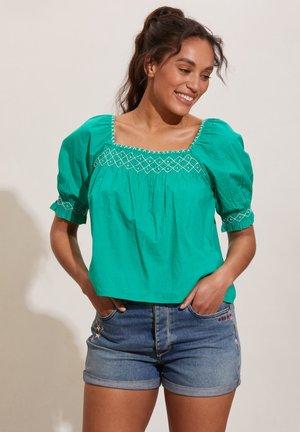 Blouse - sparkling green