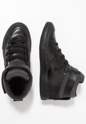 PRO BLAZE STRAP - Zapatillas altas - black