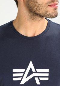 Alpha Industries - BASIC - Print T-shirt - navy - 3