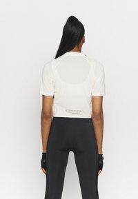 Puma - TRAIN FIRST MILE MOCK NECK  - Print T-shirt - eggnog - 2