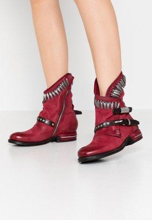 Cowboy/biker ankle boot - cardinal/testa di moro
