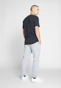 Only & Sons - ONSORGANIC SWEAT PANTS - Verryttelyhousut - medium grey melange - 2
