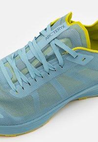 Arc'teryx - NORVAN SL 2 M - Chaussures de marche - remix/glade - 5