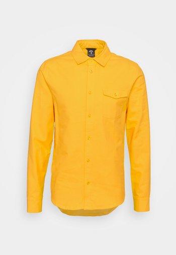 SOLID UNISEX - Camisa - university gold