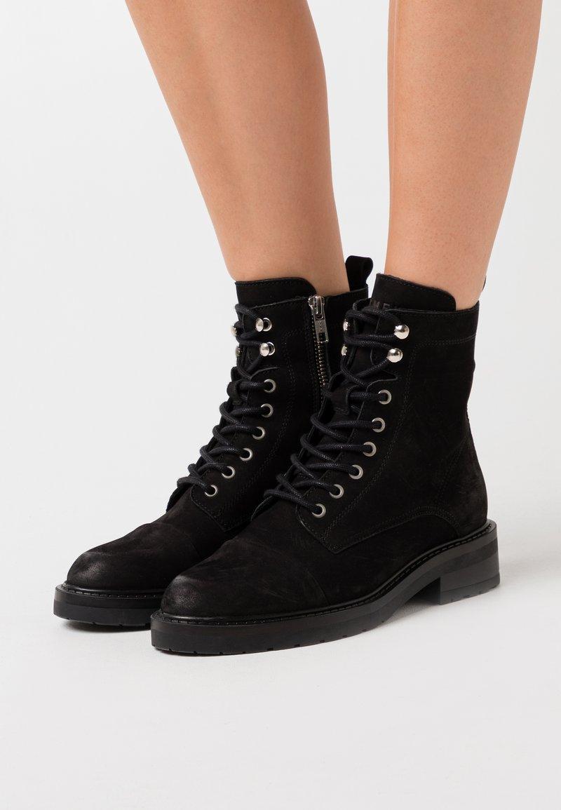 Pavement - CHARLEY ECO - Šněrovací kotníkové boty - black
