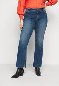 Pieces Curve - PCKAMELIA  - Flared Jeans - medium blue denim - 0