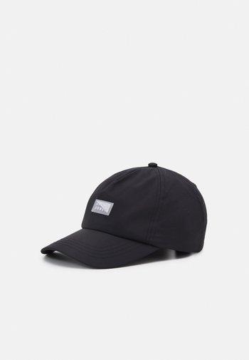 JACBADGE BASEBALL CAP