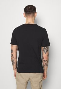 Only & Sons - ONSRAMONES FRONT PRINT TEE - Print T-shirt - black - 2