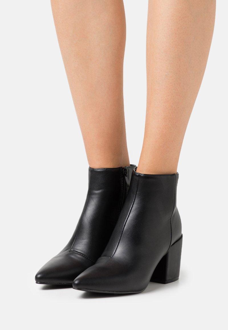 RAID - KOLA - Kotníková obuv - black