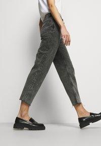 Boyish - TOMMY - Jeans a sigaretta - toxic avenger - 6