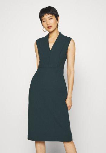 HIGH COLLAR DRESS - Etui-jurk - bottle green
