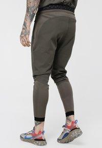 SIKSILK - EVOLUTION TRACK PANTS - Verryttelyhousut - khaki - 2