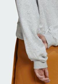 adidas Originals - HOODIE - Hoodie - light grey heather - 5
