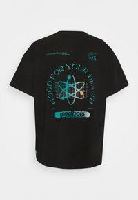 GOODBOIS - PILLS OVERSIZE - T-shirt med print - black - 1