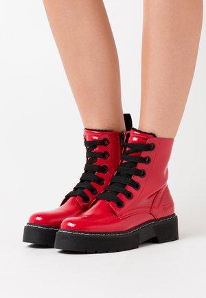 Kotníkové boty na platformě - fire