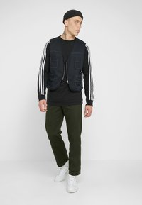 adidas Originals - 3 STRIPES CREW UNISEX - Sweatshirts - black - 1