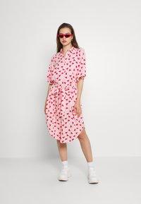 Monki - Vestido camisero - pink - 1