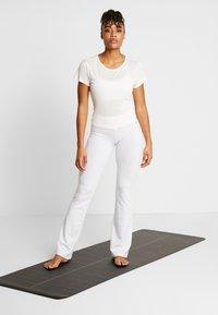 Deha - PANTA JAZZ - Teplákové kalhoty - white - 1