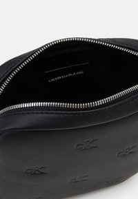 Calvin Klein Jeans - MICRO FLAT PACK - Across body bag - black - 2