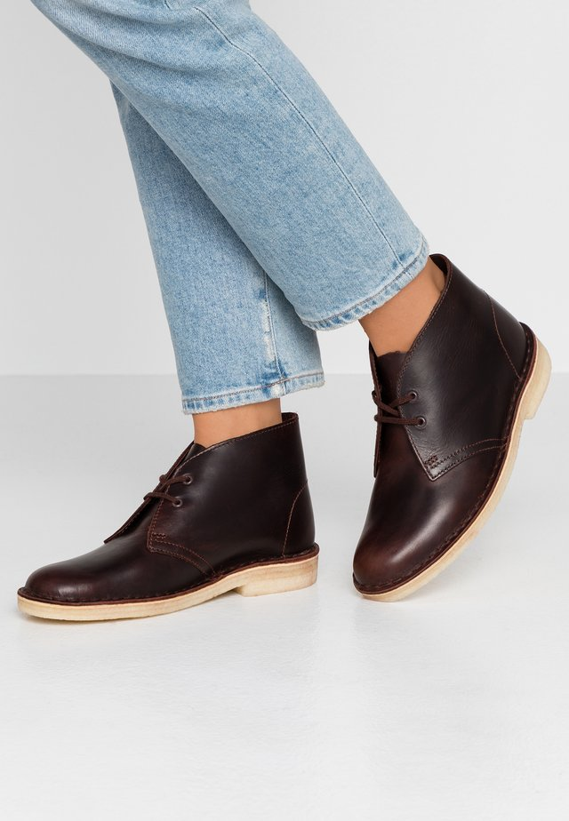 DESERT BOOT - Casual lace-ups - chestnut