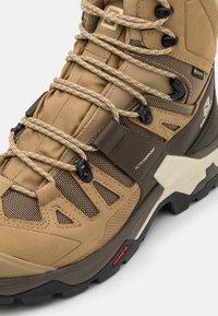 Salomon - QUEST 4 GTX - Hiking shoes - kelp/wren/bleached sand - 5