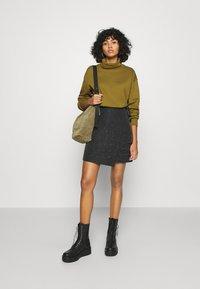Vero Moda - VMMERCY ROLL NECK - Sweatshirt - fir green - 1