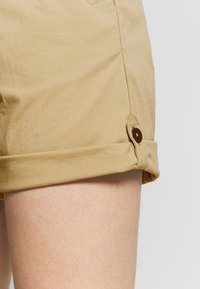 Jack Wolfskin - DESERT SHORTS  - Sports shorts - sand dune - 5
