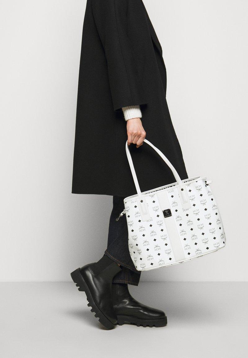 MCM - SHOPPER PROJECT VISETOS MEDIUM SET - Tote bag - white