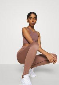 Weekday - CELESTIA SEAMLESS TIGHTS - Leggings - Trousers - brown plum - 3