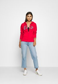 GAP - FASH - Zip-up hoodie - pure red - 1