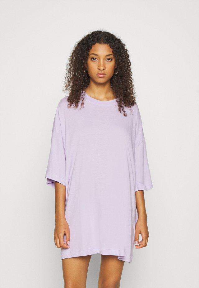 HUGE - Jednoduché triko - lilac
