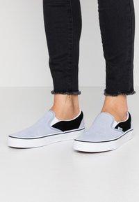 Vans - CLASSIC UNISEX - Slip-ons - zen blue/black - 0
