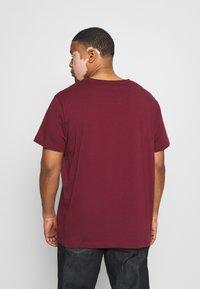 GANT - PLUS THE ORIGINAL - Camiseta básica - port red - 2