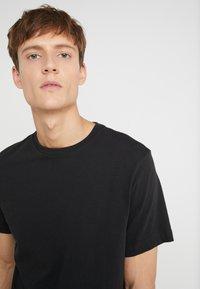 J.CREW - BROKEN IN CREW - Basic T-shirt - black - 4