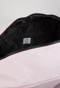Champion - BAG - Sportovní taška - pink - 4