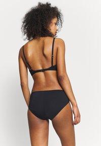 MICHAEL Michael Kors - LOGO SOLIDS TRIANGLE - Bikini top - black - 2