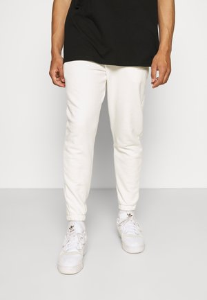 TCC X ELLESSE MENS RELAXED FIT JOGGERS WITH TOWELLING BAD - Teplákové kalhoty - off white