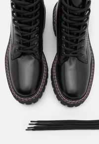 LÄST - PAINT BOOT - Lace-up ankle boots - black - 5