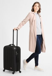 Eastpak - TRANZSHELL/CORE COLORS - Wheeled suitcase - black - 0