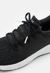 Under Armour - CHARGED VANTAGE - Neutral running shoes - black - 5