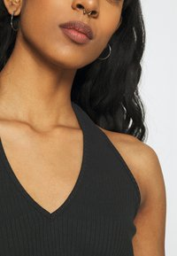Glamorous - MAYA HALTER NECK CROP WITH OPEN BACK AND LOW V NECK 2 PACK - Top - black/white - 5