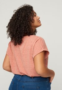 Zizzi - Print T-shirt - brown - 2