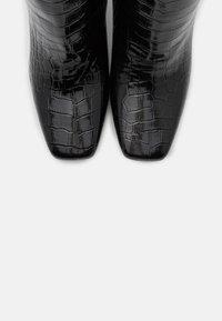 KARL LAGERFELD - LEG BOOT EXOTIK - Kozačky na vysokém podpatku - black - 6