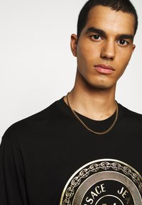 Versace Jeans Couture - LOGO - Long sleeved top - black/gold - 3