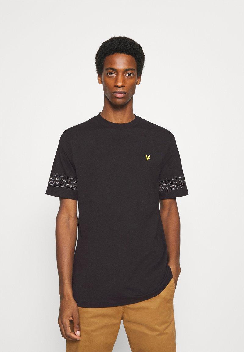 Lyle & Scott - FAIRISLE - Print T-shirt - jet black
